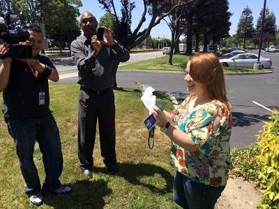 Millonario regala dinero en Los Ángeles