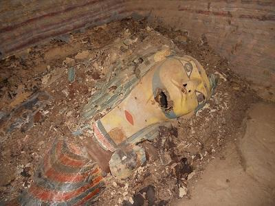 Españoles hallan 9 momias en tumba de un gobernador del Imperio Medio egipcio