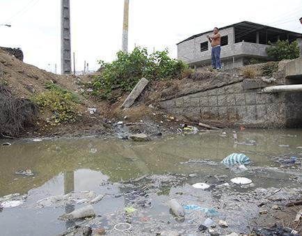 Contaminan el río con aguas servidas