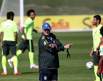 Scolari disgustado con sus jugadores a pocos días del Mundial
