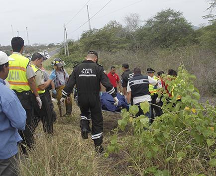 Accidente deja 6 muertos y 9 heridos en la vía Montecristi-Guayaquil
