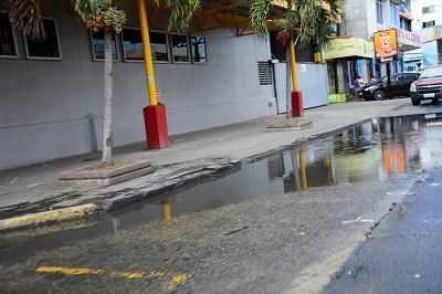 Rebose genera molestias en avenida de Tarqui