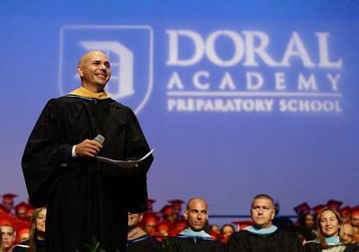 Pitbull recibe el 'grado honorífico' del Doral College de Miami