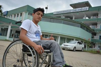 Dos jóvenes santodomingueños que tienen discapacidad fueron beneficiados con becas