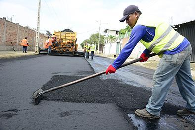 Asfaltado de las calles Chile, Ricaurte y P. Moreira hasta agosto