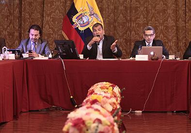 Rafael Correa niega cercania con el FMI