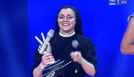 Sor Cristina gana la edición italiana del concurso 'La Voz' (Video)