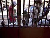 Más de 300 presos se escaparon