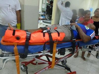 Joven resulta herido tras caer de una moto