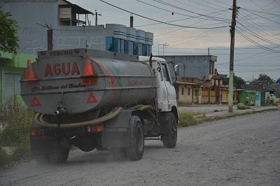 Huecos, polvo y lodo en la cooperativa El Proletariado de Santo Domingo