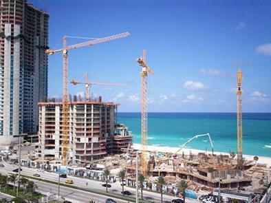 Latinos reviven la construcción