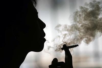 Los fumadores tiene más posibilidades de sufrir demencia, según estudio