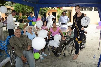 La Miss Ecuador visitó Portoviejo para agasajar a los adultos mayores (VIDEO)