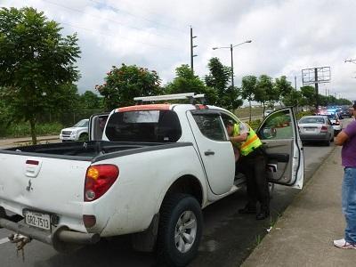 Revisan 246 vehículos durante operativos policiales