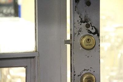 Delincuentes roban en el interior de una urbanización
