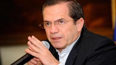 Ricardo Patiño tratará en Venezuela diálogo entre Gobierno y oposición