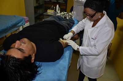 Realizan brigada médica de exámenes