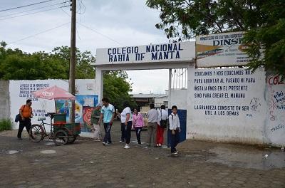 Colegio Bahía de Manta conmemora 30 años
