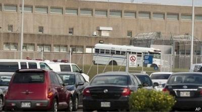 Buscan a tres prisioneros que se fugaron de prisión en helicóptero
