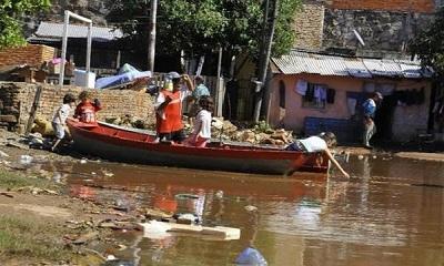 Prevén evacuar hasta 4.500 personas por inundaciones en Paraguay
