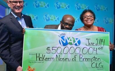 Pareja que ganó 50 millones de dólares en la lotería recuperó el boleto que había perdido