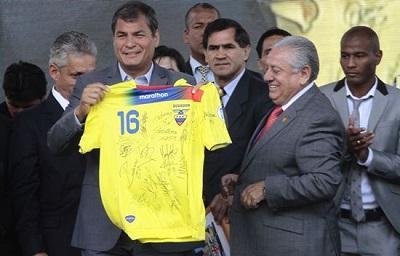 Rafael Correa en la lista de los doce líderes que asistirán al partido inaugural del Mundial