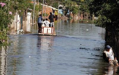 Un hombre fallece electrocutado por las inundaciones en Paraguay