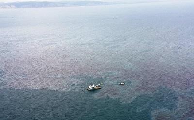 Derrame de combustible provoca emergencia frente a las costas de Esmeraldas