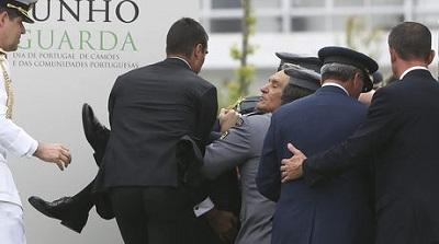 El presidente de Portugal se desmaya durante un discurso