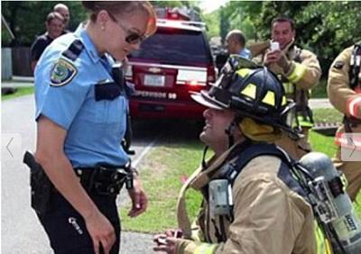 Bombero recrea incendio para proponer matrimonio a su novia Policía (video)