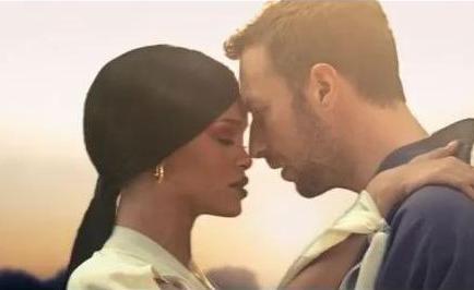 Chris Martin y Rihanna fueron captados cenando juntos