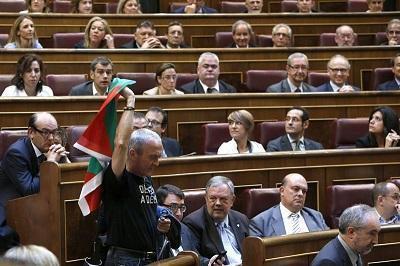Diputados españoles aprueban ley que permite abdicar a Juan Carlos I