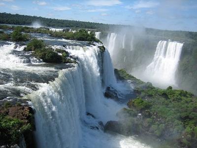 Crecida de río provoca récord histórico en caudal de las Cataratas de Iguazú
