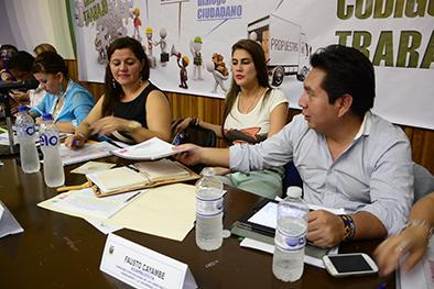 Decenas de pedidos para reformas laborales recibieron asambleístas