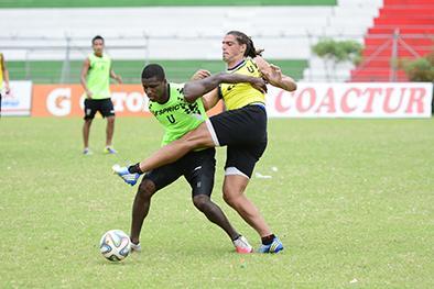 Liga de Portoviejo prueba cinco variantes para medir a Delfín