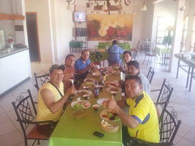 Manabitas continúan  travesía hacia Brasil