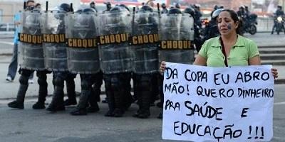 La policía dispersa la primera protesta en el día inaugural del Mundial 2014