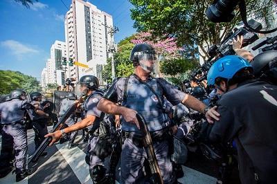 Dos periodistas de CNN resultan heridas en manifestación contra el Mundial
