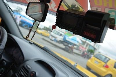 Taxistas de Santo Domingo incumplen con el uso del taximetro