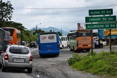 Habilitan la vía Alóag-Santo Domingo luego de accidente de tránsito