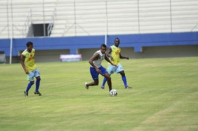 Liga de Portoviejo y Delfín prueban un sistema ofensivo