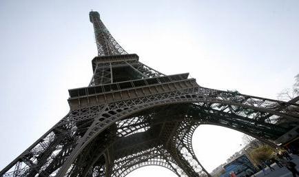 Una huelga de trabajadores cierra durante unas horas la Torre Eiffel
