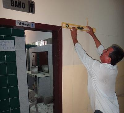 Construyen baños para discapacitados
