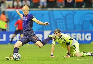 Holanda 'torea' al campeón