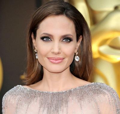 Angelina Jolie fue condecorada por la reina Isabel II