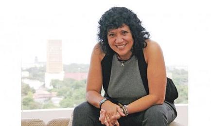 Cantautora Rosana afirma una canción 'no se termina hasta que no se comparte'