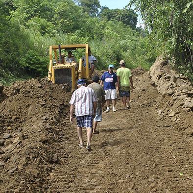 Mejoran vías rurales y ayudan a la producción