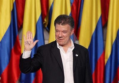 Correa felicita a Santos por su reelección como presidente colombiano