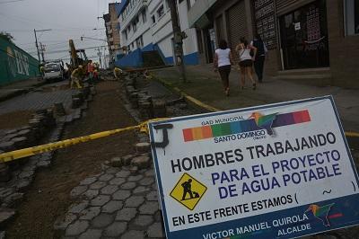 Readoquinan la avenida Río Toachi de Santo Domingo