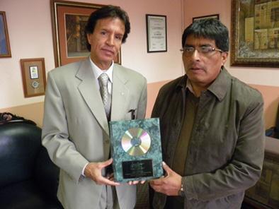 Compositores cuencanos recibieron disco de oro